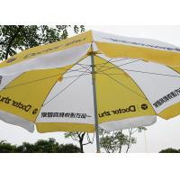 China Doctor Zhu Outdoor Sun Umbrellas , Sun Protection Yellow And White Beach Umbrella wholesale