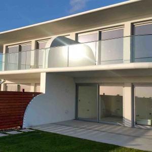 China Customize Aluminum U Base Shoe Curve Tempered Glass Balcony Railing wholesale