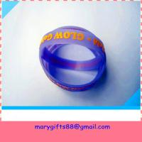 Quality glow in dark embossed silicone bracelet wholesale
