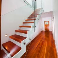 China Supply DIY Red Oak Wood Floating Stairs Solid Wood Stair Treads wholesale